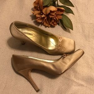 Max Studio gold satin bow pumps